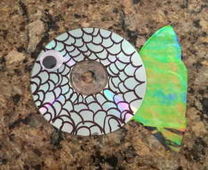 cd fish craft step 4