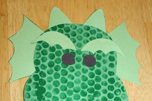 Bubble Wrap Print Dragon Craft