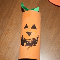 Jack-o-lantern toilet paper roll craft