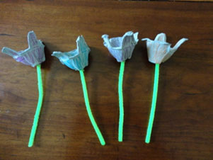 egg carton flowers craft step 3